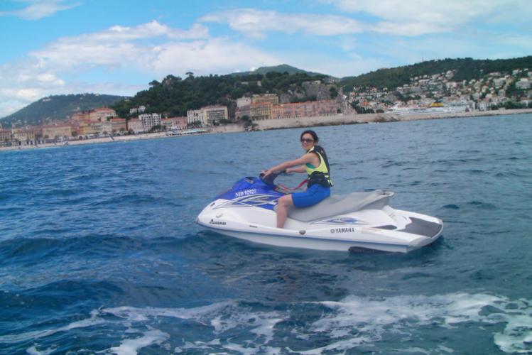 Enterrement de vie de jeune fille Nice Crazy EVJF jet ski