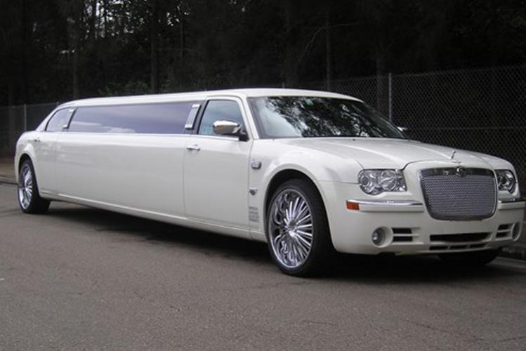 Enterrement de vie de jeune fille Monaco Nice Crazy EVJF limousine