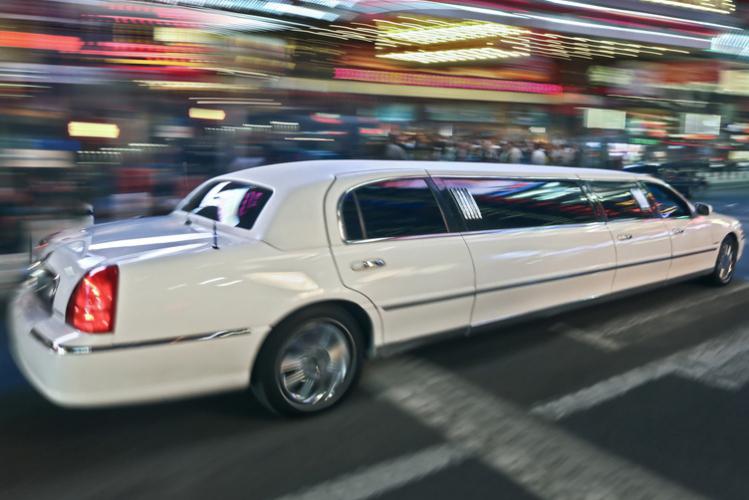 Enterrement de Vie de Garçon à Bratislava Crazy-evG Limousine