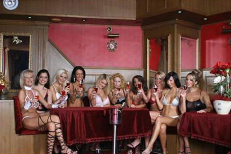 Enterrement de vie de jeune fille Budapest stripclub privatisé Crazy-evG