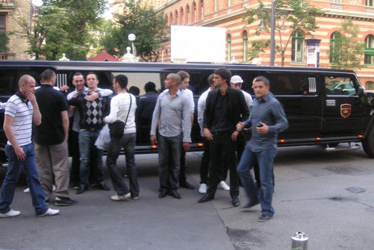 Enterrement de Vie de Garçon à Budapest Crazy-evG Hummer