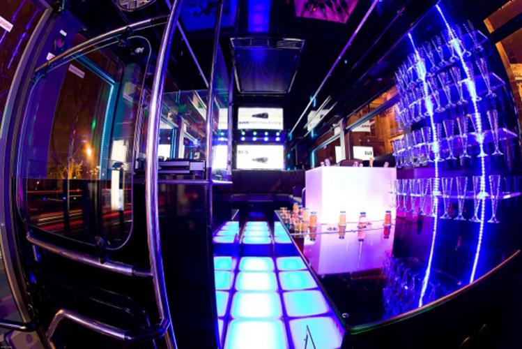Enterrement de Vie de Garçon Gay à Paris Party Bus DJ