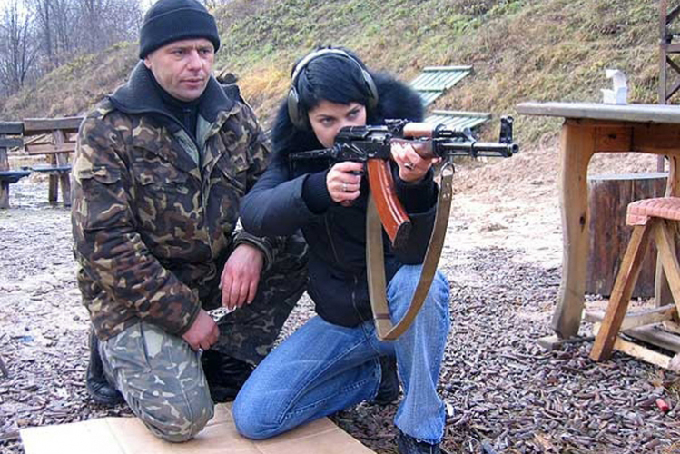 Enterrement de Vie de Garçon à Bratislava Crazy-evG Shooting AK-47 & Scorpion