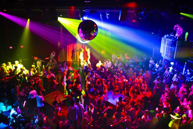 Enterrement de Vie de Garçon Gay à Barcelone Crazy EVGay diner+strip+boite