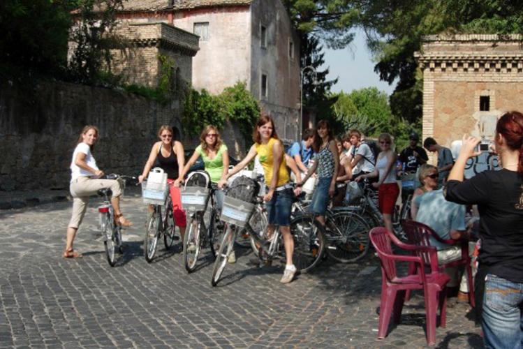 Enterrement de vie de jeune Fille à Rome Crazy-evjF Visite guidé à vélo