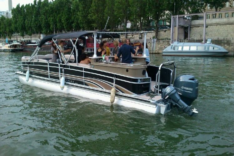 Enterrement de Vie de Jeune Fille Paris Crazy-evJF Apéro sur la Seine