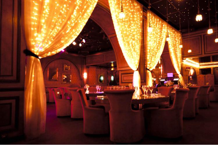 Enterrement de Vie de Garçon Paris Crazy-evG Diner VIP & Strip