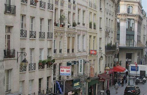 Enterrement de Vie de Garçon Gay à Paris Hotel Low Cost
