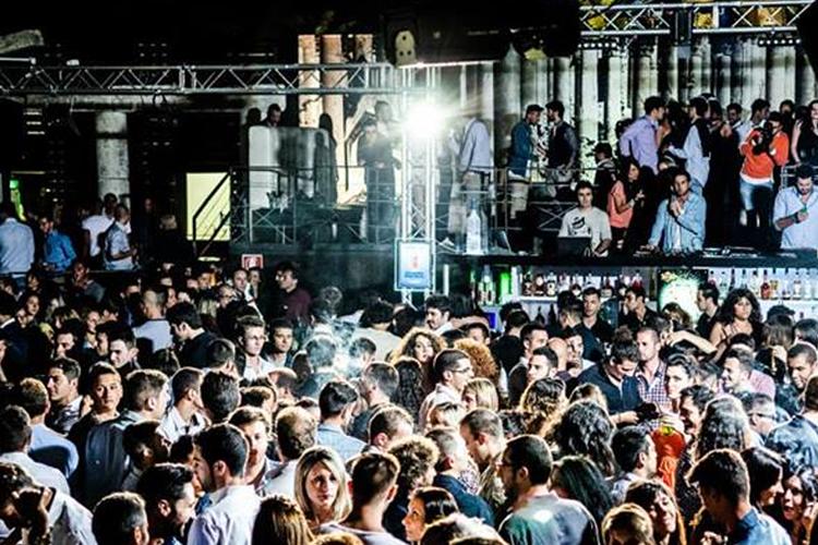 Enterrement de vie de jeune fille à Rome - Crazy evJF - tournée des bars + boite