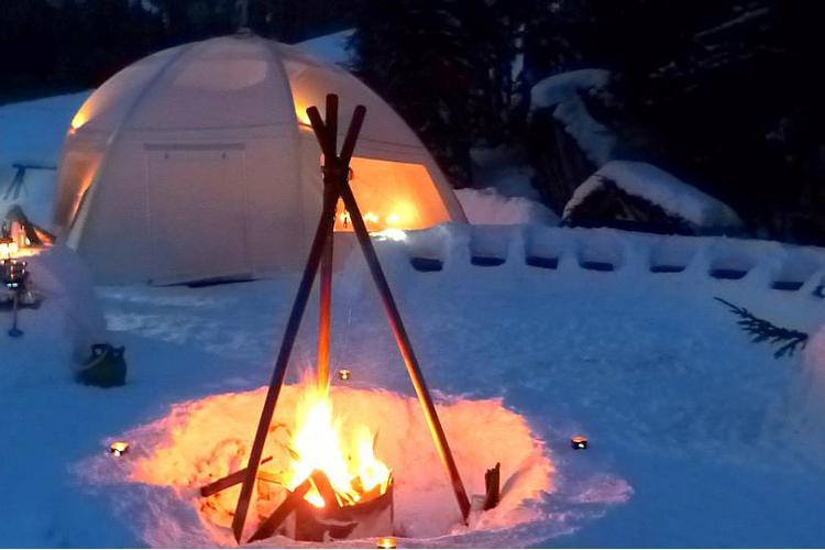 enterrement de vie de Jeune Fille à Annecy organisé par Crazy-EVJF Nuit en igloo