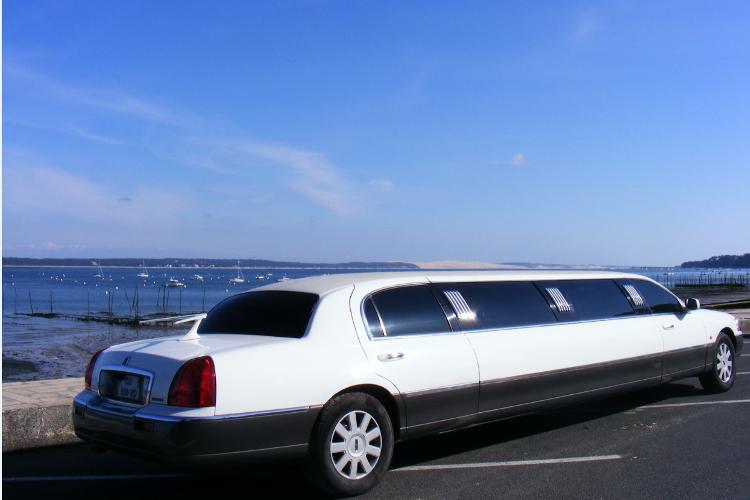 Enterrement de Vie de Jeune Fille Arcachon Crazy-evJF Limousine Beach