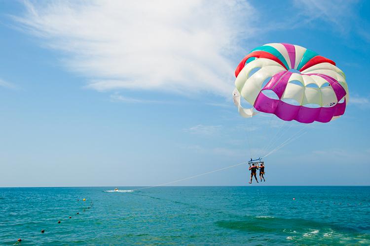 Enterrement de Vie de Garçon Montpellier Crazy-evG Parachute ascensionnel