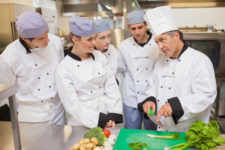 EVJF à Bordeaux cours de cuisine