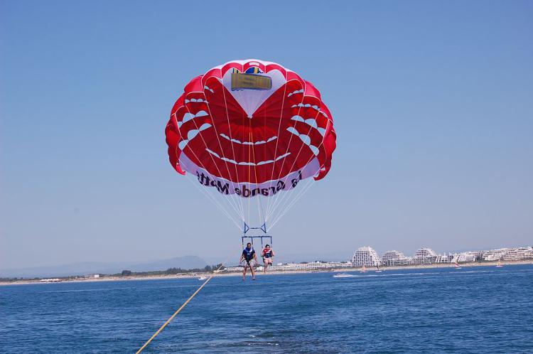 Enterrement de Vie de Jeune Fille Montpellier Crazy-evjf Parachute ascensionnel