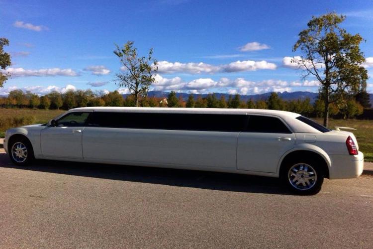 Enterrement de Vie de Jeune Fille Montpellier Crazy-evjf Chrysler Limousine