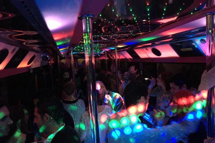 party bus strip barcelone enterrement de vie de gar on partez avec crazy evg 3000. Black Bedroom Furniture Sets. Home Design Ideas