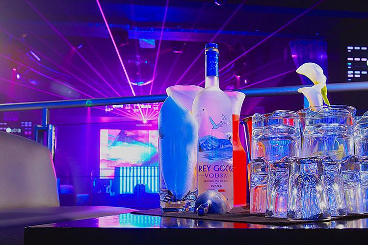 Boite VIP et bouteille à Lyon Crazy-Weekend