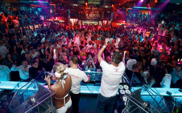 Enterrement de vie de garçon Budapest tournée des bars guide nightclub Crazy-EVG