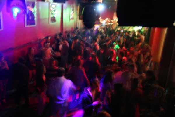 Enterrement de Vie de Garçon Gay à Barcelone Crazy EVGay diner+hummer+striptease+boite