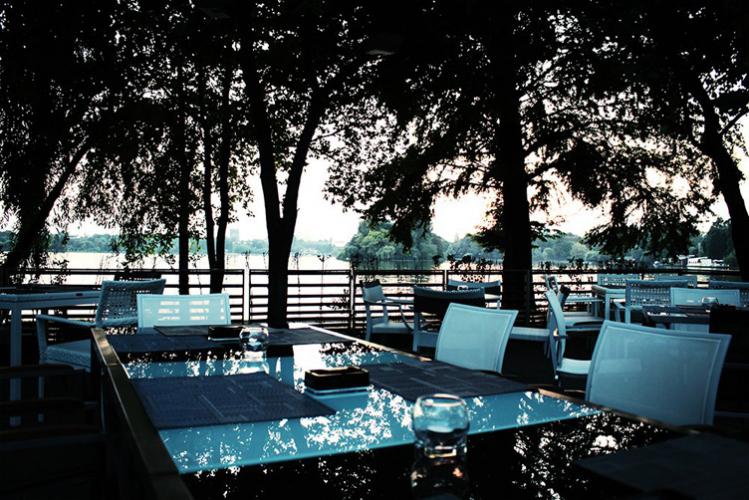 Seminaire d'entreprise à Bucarest - diner au bord du lac