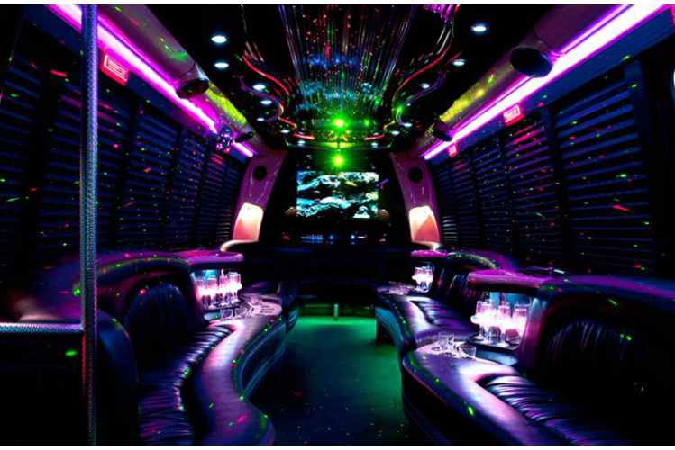 Enterrement de vie de garçon Party bus à Budapest Crazy EVG