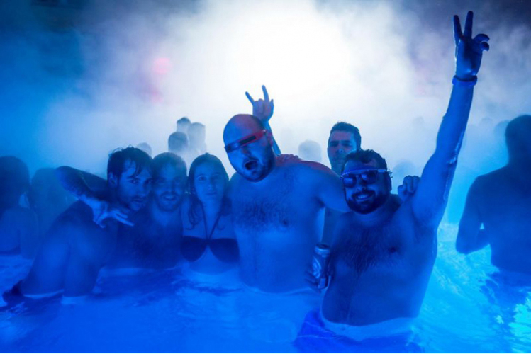 Crazy EVG à Budapest spa party