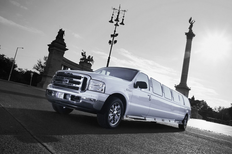 Ford Excursion Limo  Transfers for my Budapest Hen Weekend