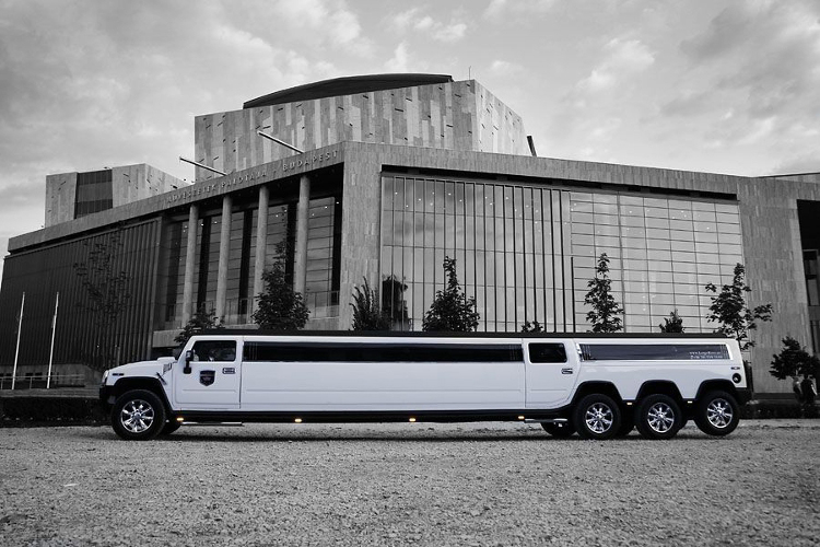 Enterrement de Vie de Garçon à Budapest Transfert white hummer limousine