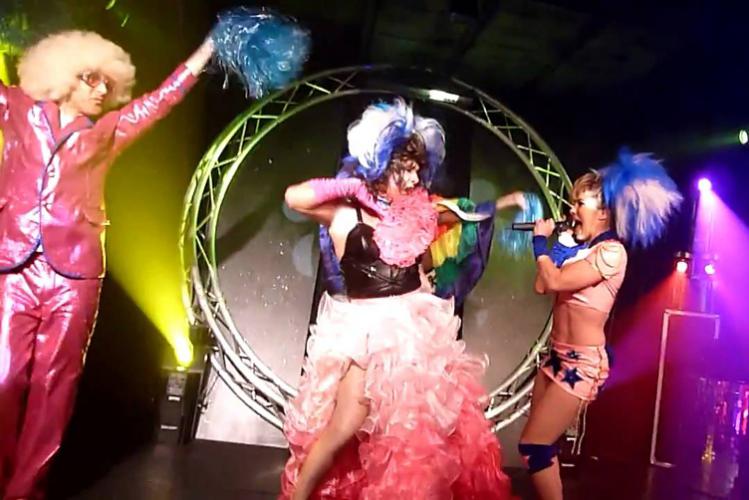 Enterrement de Vie de Garçon Gay à Paris Dîner cabaret transformiste