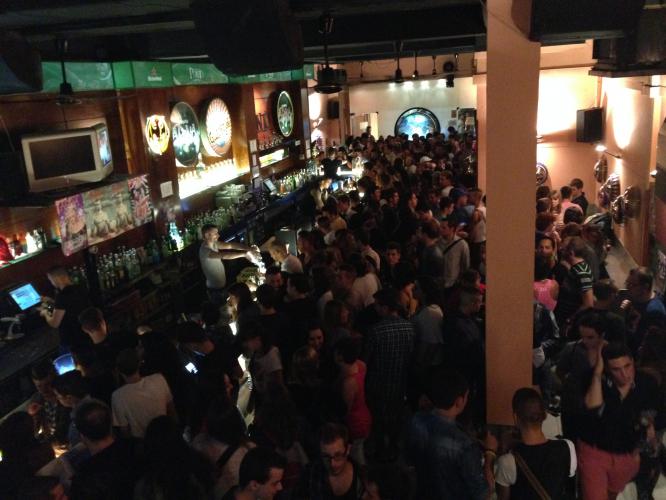 Enterrement de Vie de Garçon Gay à Barcelone tournée des bars & club