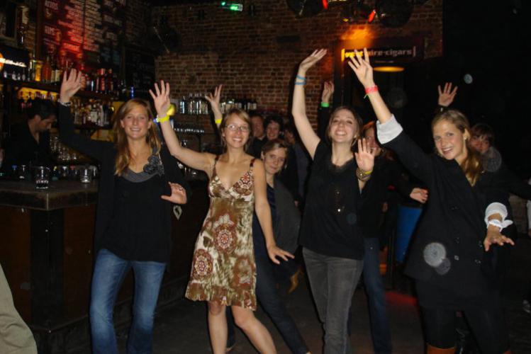 Despedida de Soltero en Barcelona Crazy-Despedidas Clases de Salsa