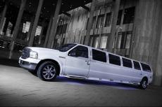 Ford Excursion Limo pour mon séminaire à Bucarest | Séminaire | idée séminaire | voyage d'affaires | activité séminaire | Incentive | séminaire festif | collègues | congrès | colloque | meeting | conférence
