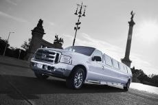 Hummer Limousine pour mon séminaire à Cracovie | Séminaire | idée séminaire | voyage d'affaires | activité séminaire | Incentive | séminaire festif | collègues | congrès | colloque | meeting | conférence