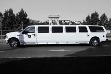 Hummer Limousine pour mon séminaire à Lyon | Séminaire | idée séminaire | voyage d'affaires | activité séminaire | Incentive | séminaire festif | collègues | congrès | colloque | meeting | conférence