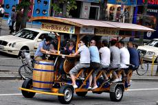 Beer Bike pour mon séminaire à Barcelone | Séminaire | idée séminaire | voyage d'affaires | activité séminaire | Incentive | séminaire festif | collègues | congrès | colloque | meeting | conférence