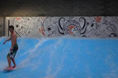 Surf indoor  pour mon séminaire à Bordeaux   Séminaire   idée séminaire   voyage d'affaires   activité séminaire   Incentive   séminaire festif   collègues   congrès   colloque   meeting   conférence