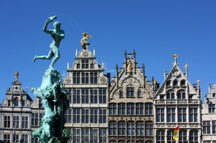 Crazy-Weekend organise votre weekend entre amis à Anvers, découvrez nos packages ou choisissez votre programme à la carte.