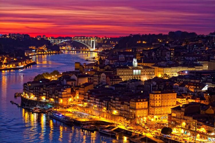 Crazy-Weekend organise votre week-end entre amis à Porto et vous propose des activités insolites et festives !