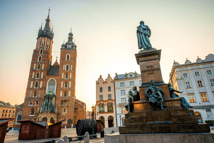 Crazy-evG organise votre week-end festif à Cracovie, découvrez nos packages ou choisissez votre programme à la carte.